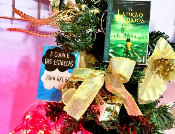 Árvore decorada para Natal literário
