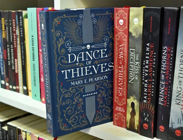 Dance of Thieves - resenha do livro de Mary E. Pearson